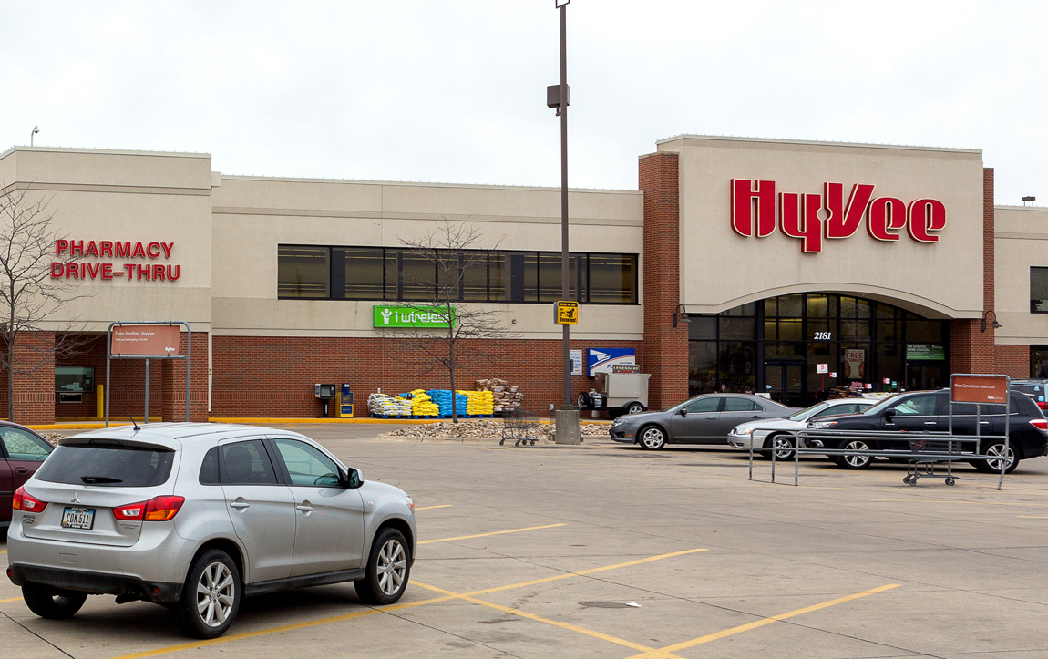 Logan Avenue Hy-Vee Exterior Photo